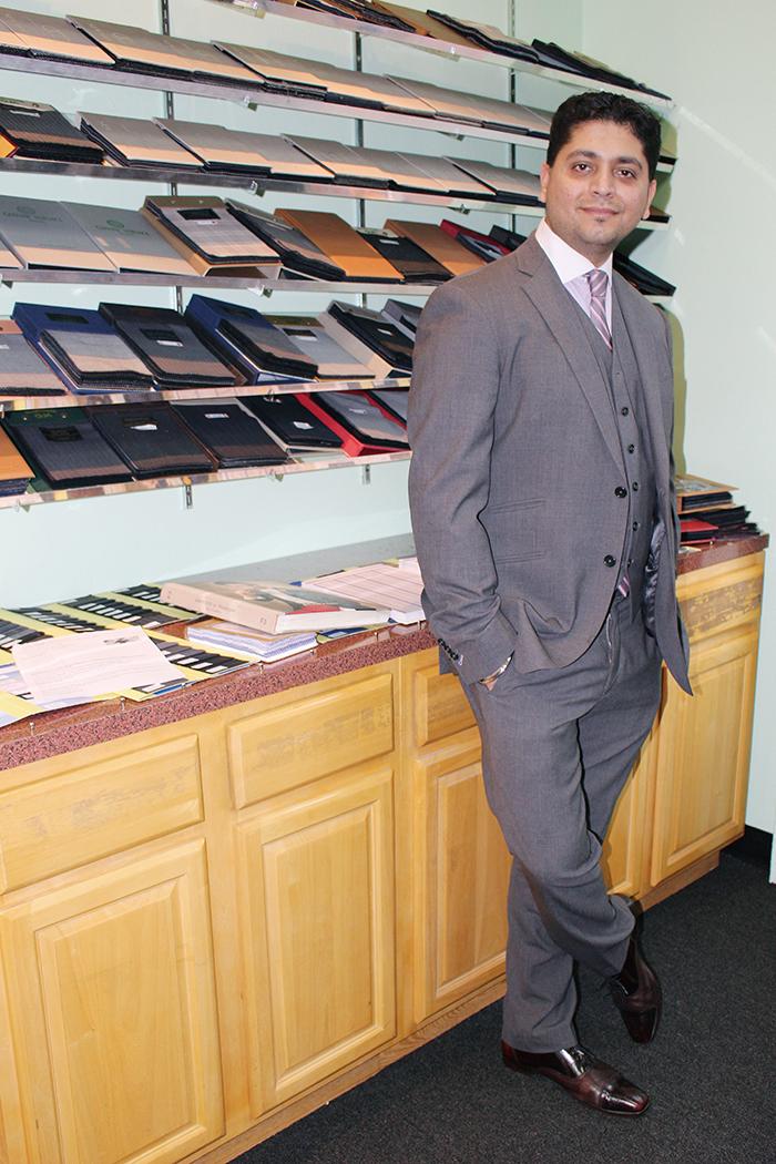 1112-05men-custom-men-length-オーナー兼創業者のVijayさん