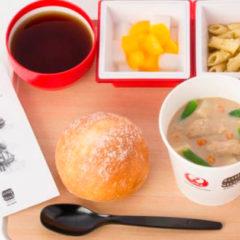 JAL、国際線機内食で「温野菜と鶏肉のマッシュルームスープ」