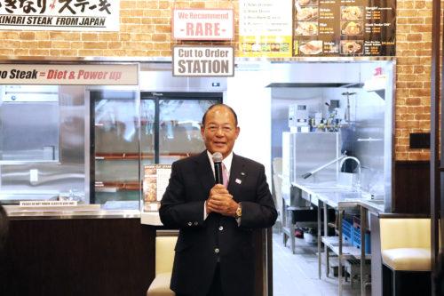 ニューヨーク10店舗目のマディソンアベニュー店で会見する一瀬邦夫社長=10月10日(撮影:徳倉)