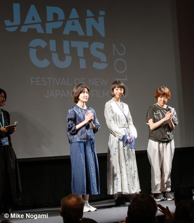 「JAPAN CUTS」で舞台をあいさつする(左から)シム・ウンギョンさん、夏帆さん、箱田優子監督=7月28日、ニューヨーク(© Mike Nogami)