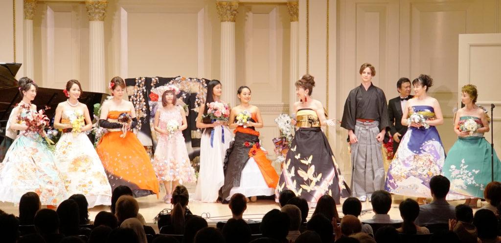 着物をドレスにアレンジしたブーケショーも行われた=7月24日、ニューヨーク(提供写真)